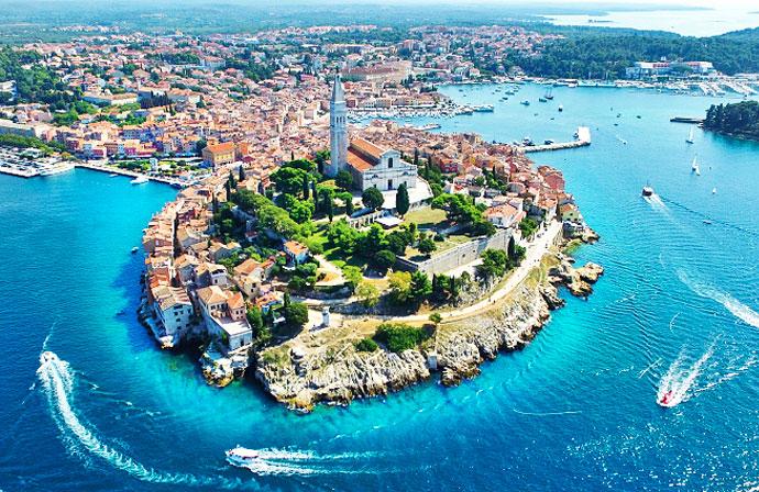 Città di Rovigno vista dal mare