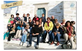 gruppo di persone in viaggio a Mykonos